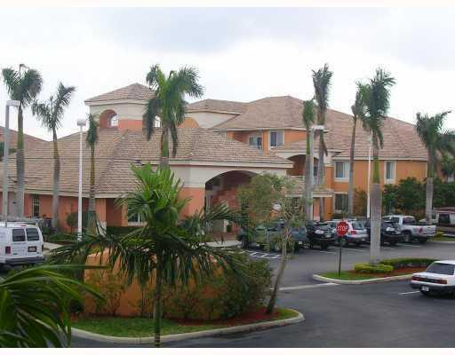 courtyards-at-davie-clubhouse