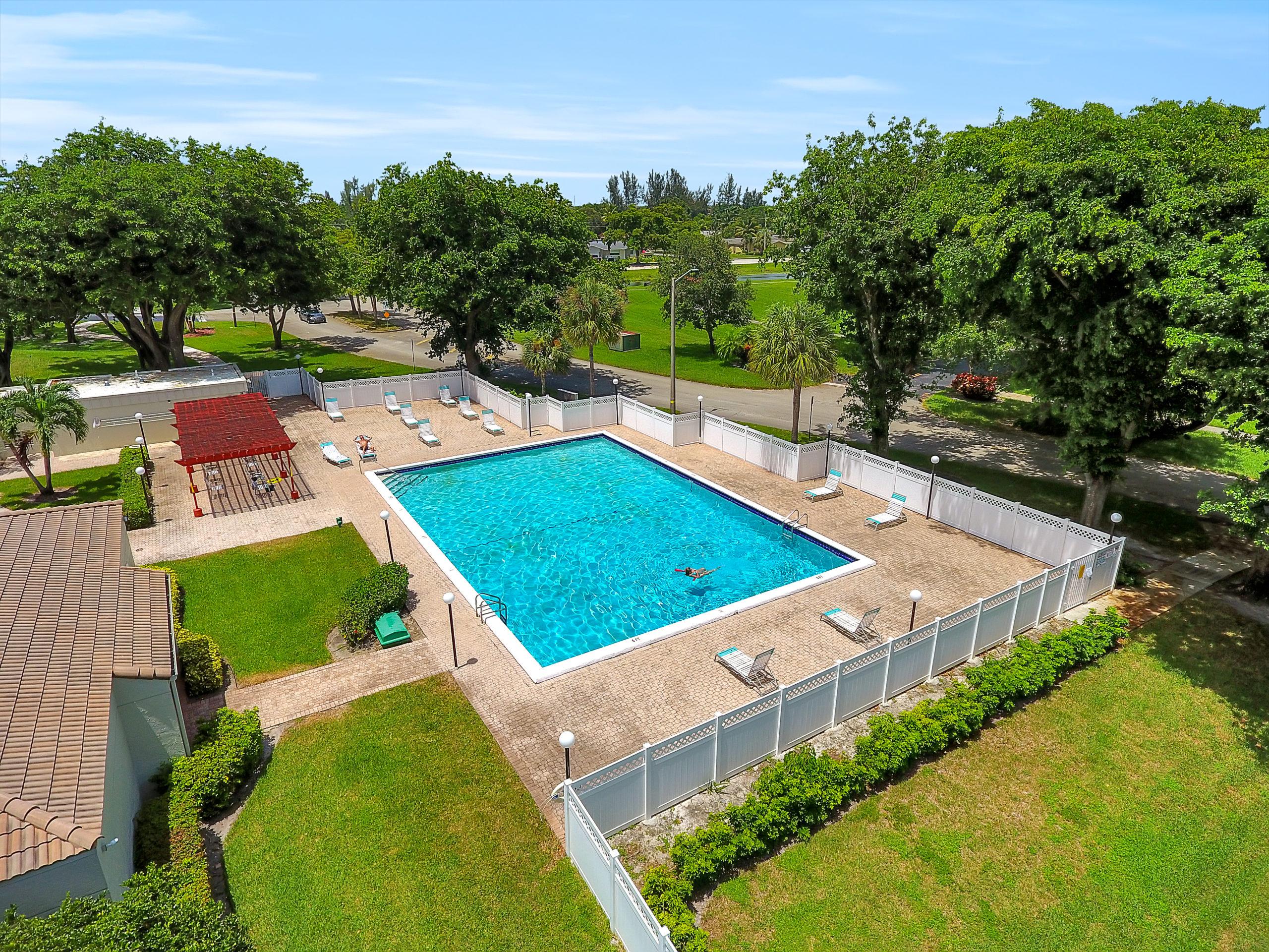 Overhead view of community pool in Rolling Hills Condominium davie fl