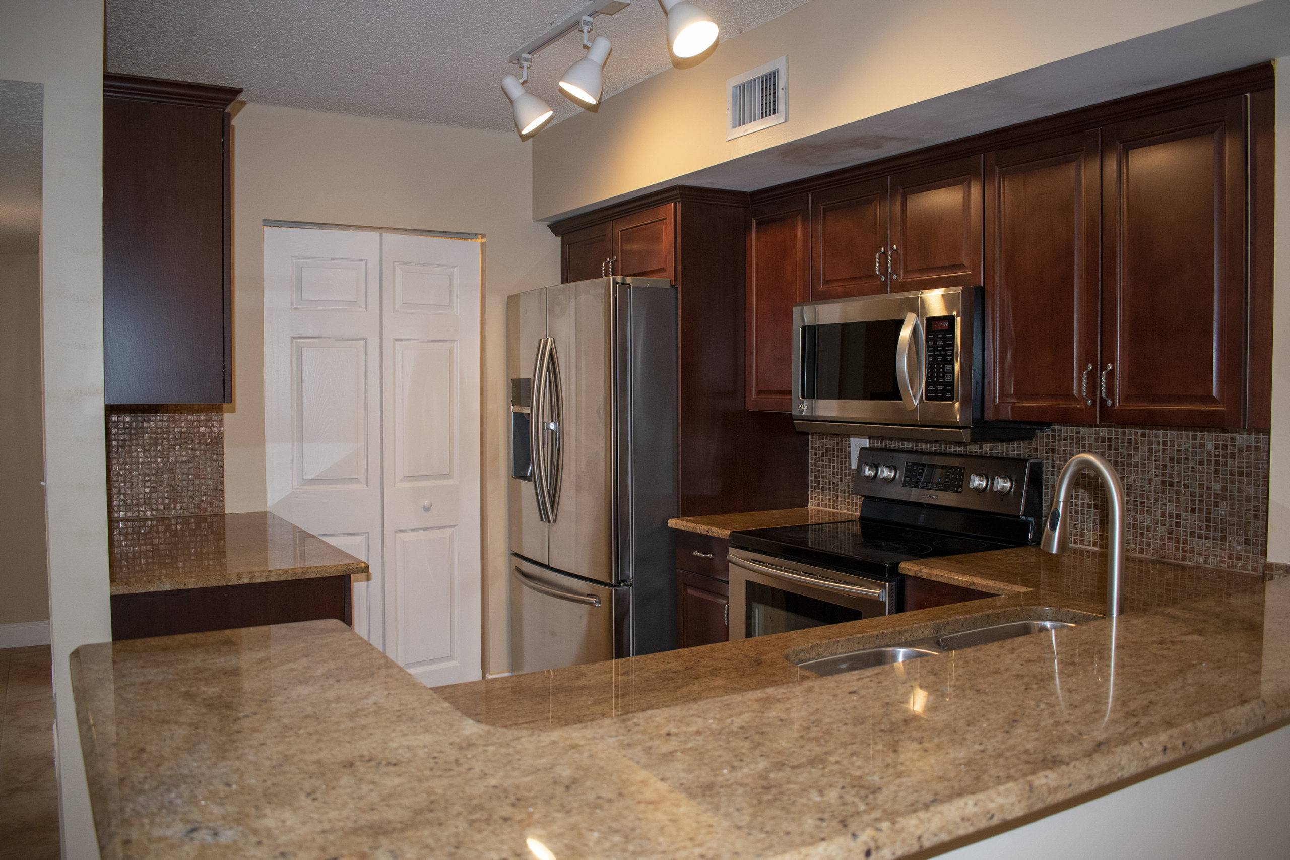 Remodeled Kitchen in a 3 bedroom 2 bathroom in Royal Grand