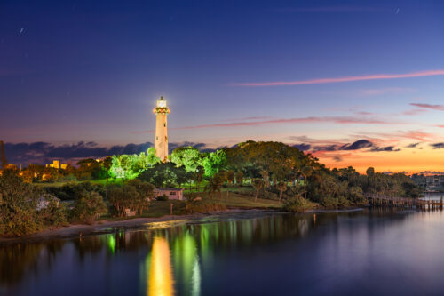 nighttime view of the jupiter inlet lighthouse